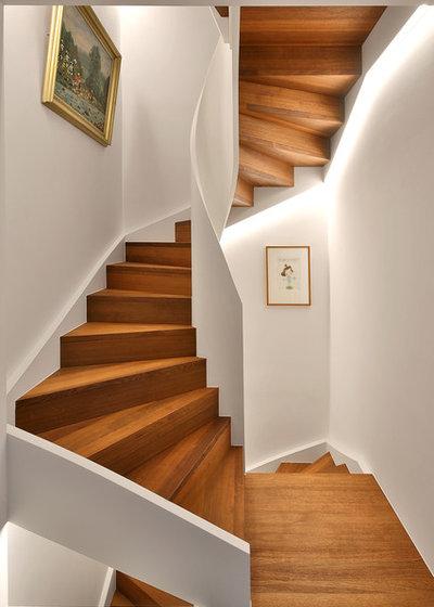 Modern Treppen by Alexandra Kiendl  I Architektur