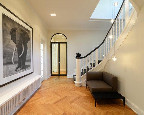 Große, Gewendelte Moderne Treppe Mit Teppich Treppenstufen Und  Teppich Setzstufen In Hamburg