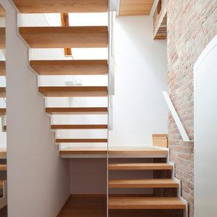 Mittelgroße Moderne Holztreppe in U-Form mit offenen Setzstufen in Hannover