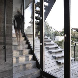 Ispirazione per una piccola scala a rampa dritta contemporanea con pedata in cemento e alzata in cemento