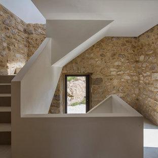 Cette photo montre un escalier méditerranéen en U de taille moyenne avec des marches en béton et des contremarches en béton.