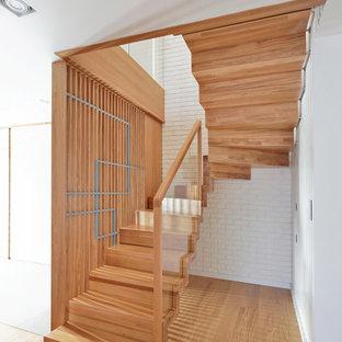 Mittelgroße Moderne Holztreppe in U-Form mit Mix-Geländer und Holz-Setzstufen in Sonstige