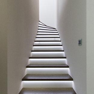Diseño de escalera en L, actual, de tamaño medio, con escalones de madera