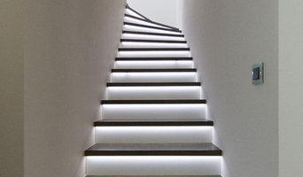 Geschosstreppe mit LED- Beleuchtung