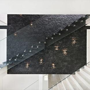 ミュンヘンの中サイズのガラスのコンテンポラリースタイルのおしゃれなフローティング階段 (ガラスの手すり) の写真