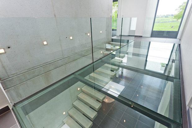 f r schwindelfreie ein treppenhaus aus beton und mit glasboden in aachen. Black Bedroom Furniture Sets. Home Design Ideas