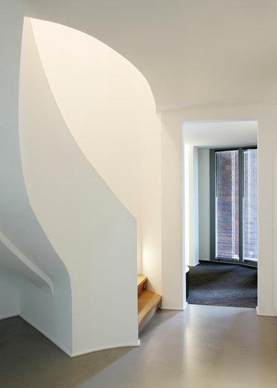 Modern Treppen by Gerald Hennings Interior Design