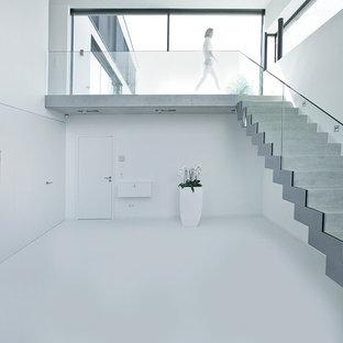 Идея дизайна: прямая лестница в современном стиле с бетонными ступенями и бетонными подступенками
