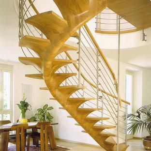 ミュンヘンの地中海スタイルのおしゃれな階段の写真