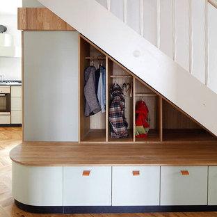 Gerade, Mittelgroße Moderne Treppe in Sonstige