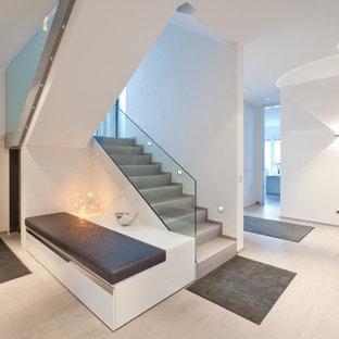 Свежая идея для дизайна: п-образная лестница среднего размера в современном стиле с бетонными ступенями и бетонными подступенками - отличное фото интерьера
