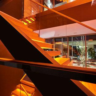 Kragarmtreppe mit transluzenten Stufen aus Holz