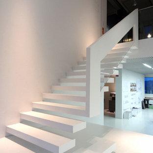 Gewendelte, Große Moderne Treppe mit offenen Setzstufen in Dortmund