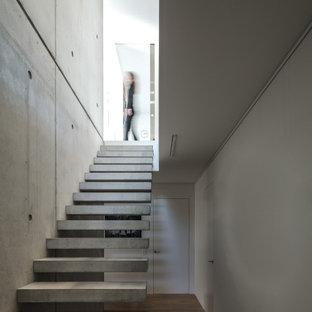 Inspiration för moderna flytande betongtrappor, med öppna sättsteg