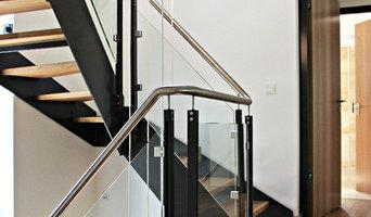 Modernes Treppenhaus mit Wangentreppe in Einfamilienhaus