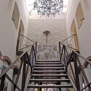 Modelo de escalera suspendida, mediterránea, sin contrahuella, con escalones con baldosas