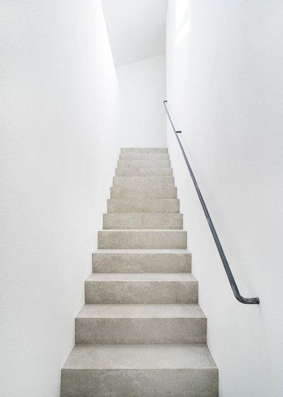 Modern Treppen by Jan Ulmer Architekten