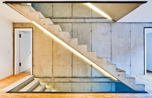 Современный Лестница by HELWIG HAUS + RAUM Planungs GmbH