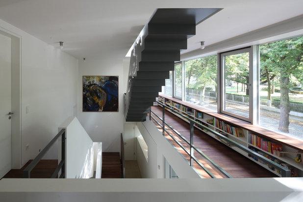 Contemporary Staircase by HAAS I Architekten BDA