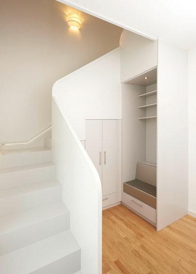 7 l sungen f r eine garderobe unter der treppe. Black Bedroom Furniture Sets. Home Design Ideas