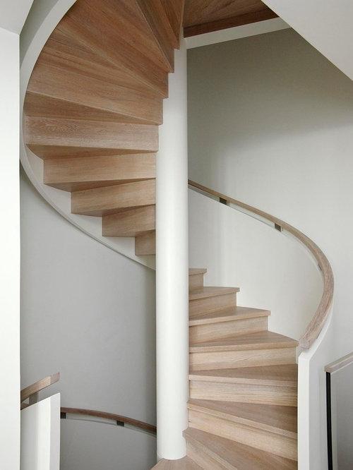 treppenhaus mit holz setzstufen und wendeltreppe treppenhausgestaltung und treppen design. Black Bedroom Furniture Sets. Home Design Ideas