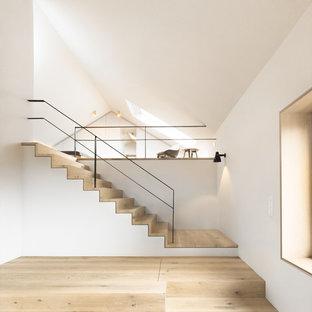 Idéer för en mellanstor modern rak trappa i trä, med sättsteg i trä