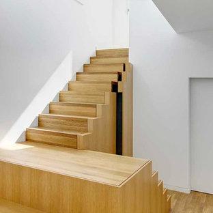 Foto de escalera en U, contemporánea, de tamaño medio, con escalones de madera y contrahuellas de madera