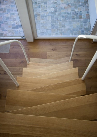 Contemporary Staircase by TBS Schmidt GmbH_lifestyletreppen