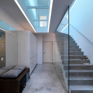 Photo of a large contemporary concrete curved staircase in Stuttgart with concrete risers.