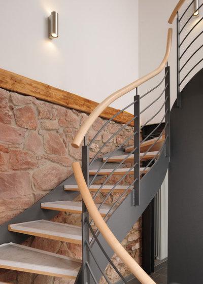 Modern Treppen by Baugeschäft Heckelsmueller seit 1892