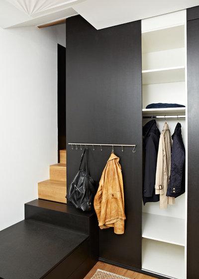 Современный Лестница by von Moltke Innenarchitekten