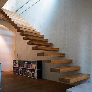 Schwebende, Mittelgroße Moderne Holztreppe mit offenen Setzstufen in Sonstige
