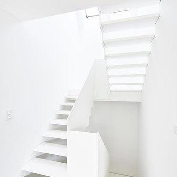 Treppe komplett aus weißem HPL