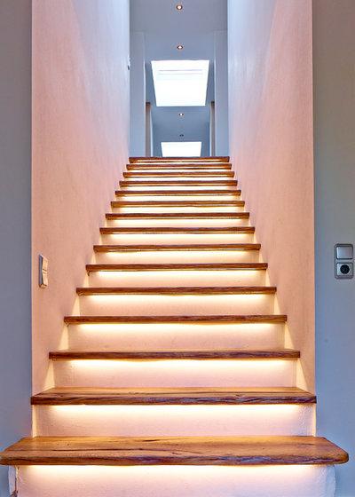 Modern Treppen by Holzplusart