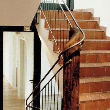 Treppengeländer in einem umgebauten Vierkanthof