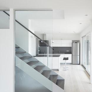 Gerade, Mittelgroße Moderne Treppe mit offenen Setzstufen in Stuttgart