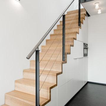 Versteckte Küche unter der Treppe