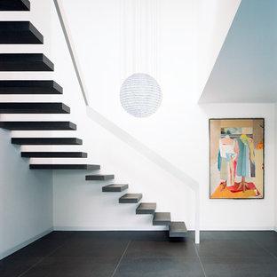 Imagen de escalera en L, contemporánea, de tamaño medio, sin contrahuella