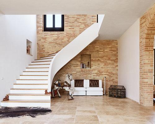 Idee per grandi scale curve con pedata in legno e alzata for Scala in cemento armato a vista