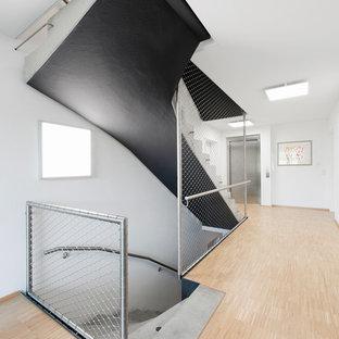 Gewendelte, Mittelgroße Moderne Betontreppe mit Beton-Setzstufen in Stuttgart