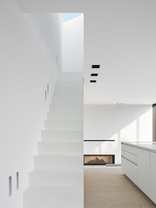 Treppenhaus mit beton setzstufen   treppenhausgestaltung und ...