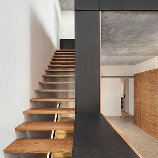 Gerade, Mittelgroße Moderne Holztreppe in Sonstige