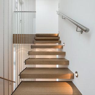 Schwebende Moderne Holztreppe in Frankfurt am Main