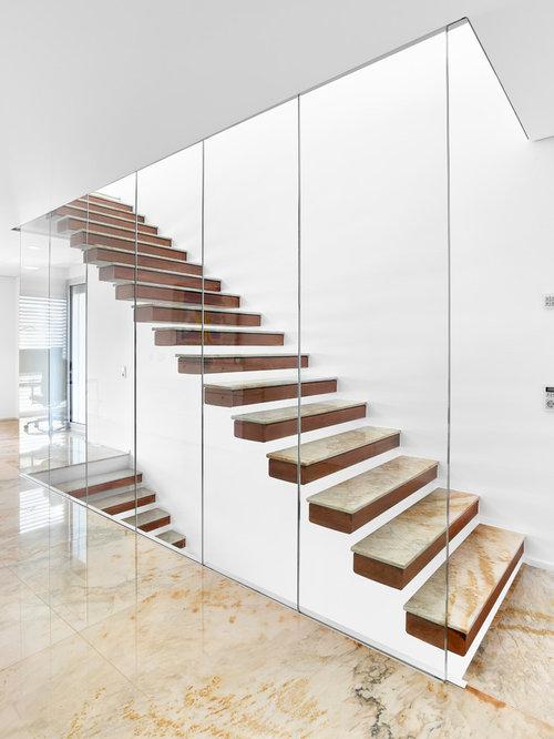Gerade, Mittelgroße Moderne Treppe Mit Holz Setzstufen In Sonstige