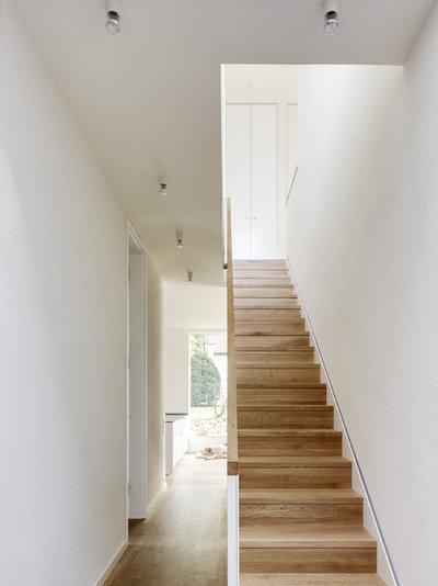 Modern Treppen by CAMA A