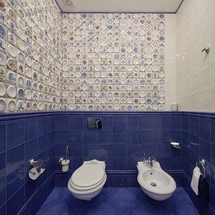 На фото: туалеты в классическом стиле с биде, синей плиткой, белой плиткой, разноцветной плиткой и синим полом