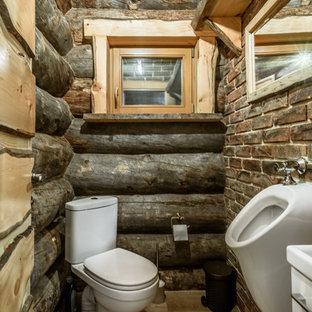 モスクワのラスティックスタイルのおしゃれなトイレ・洗面所 (男性用トイレ) の写真