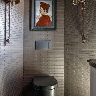 Удачное сочетание для дизайна помещения: туалет в классическом стиле с инсталляцией, серой плиткой и разноцветным полом - самое интересное для вас