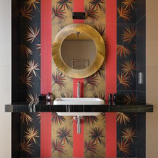 Ejemplo de aseo de estilo zen, de tamaño medio, con sanitario de pared, baldosas y/o azulejos grises, baldosas y/o azulejos de porcelana, suelo de baldosas de porcelana, lavabo bajoencimera, encimera de mármol y encimeras negras