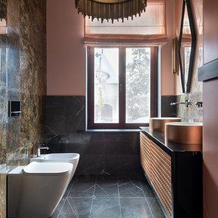 Пример оригинального дизайна: туалет в современном стиле с биде, розовыми стенами и серым полом